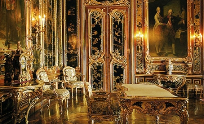 Baroque room, darker, gilded