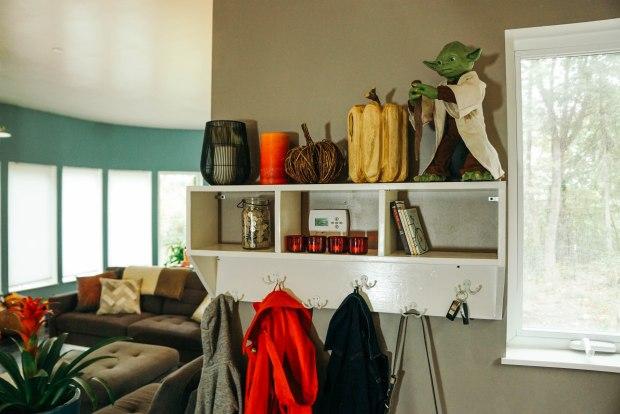yoda-shelf